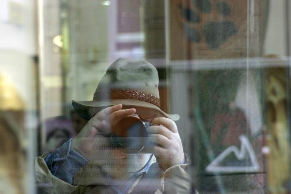 800px-_Reflected_photograph_--600x400 Jorge Ramos - Periodista y Escritor