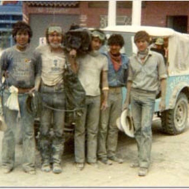Tras la erupción del volcán Chichonal en 1982. Soy el empolvado de la derecha